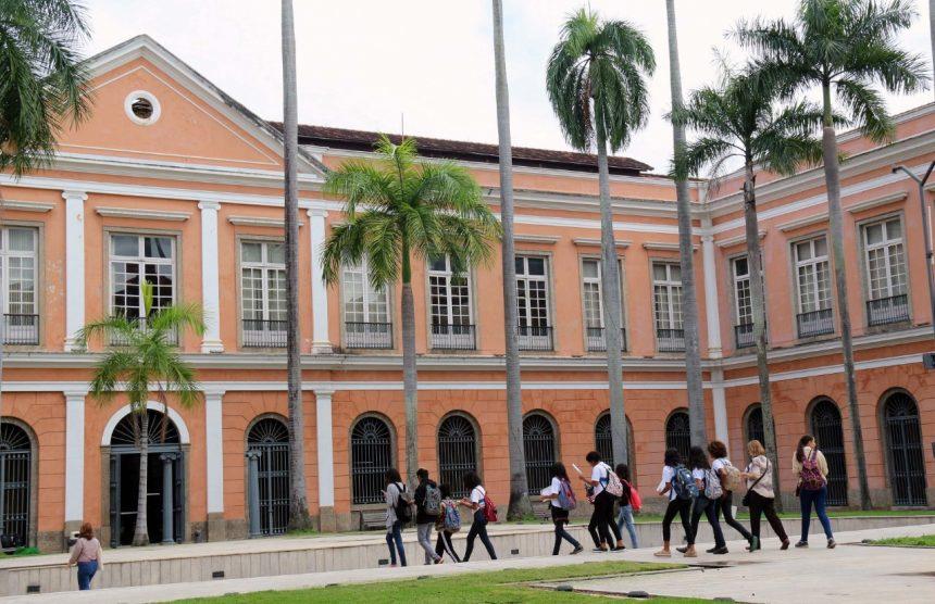 Alunos de escola municipal iniciam visita ao prédio do Arquivo Nacional. Foto: divulgação