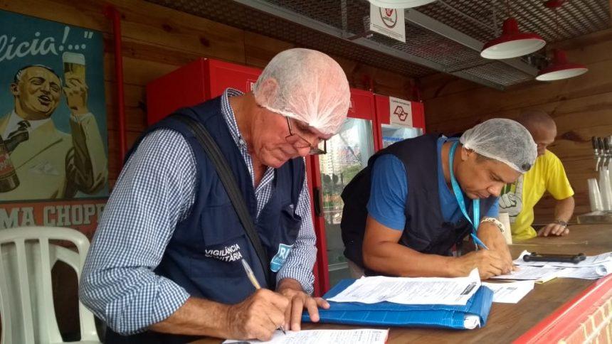 A Licença Sanitária para Atividades Transitórias (LSAT) atesta a qualidade dos produtos. Foto: Nelson Duarte / Prefeitura do Rio
