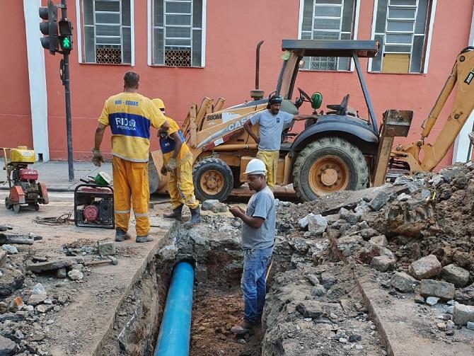 Trabalho de recuperação de tubulação em rua do Méier, realizado pela Rio-Águas. Foto: divulgação