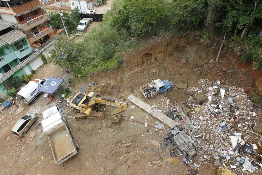 Prefeitura concluiu em 60 dias o trabalho de demolição de 5 edifícios construídos irregularmente na Muzema e que apresentavam risco de cair. Foto: Fotos Paulo Sérgio/Prefeitura do Rio