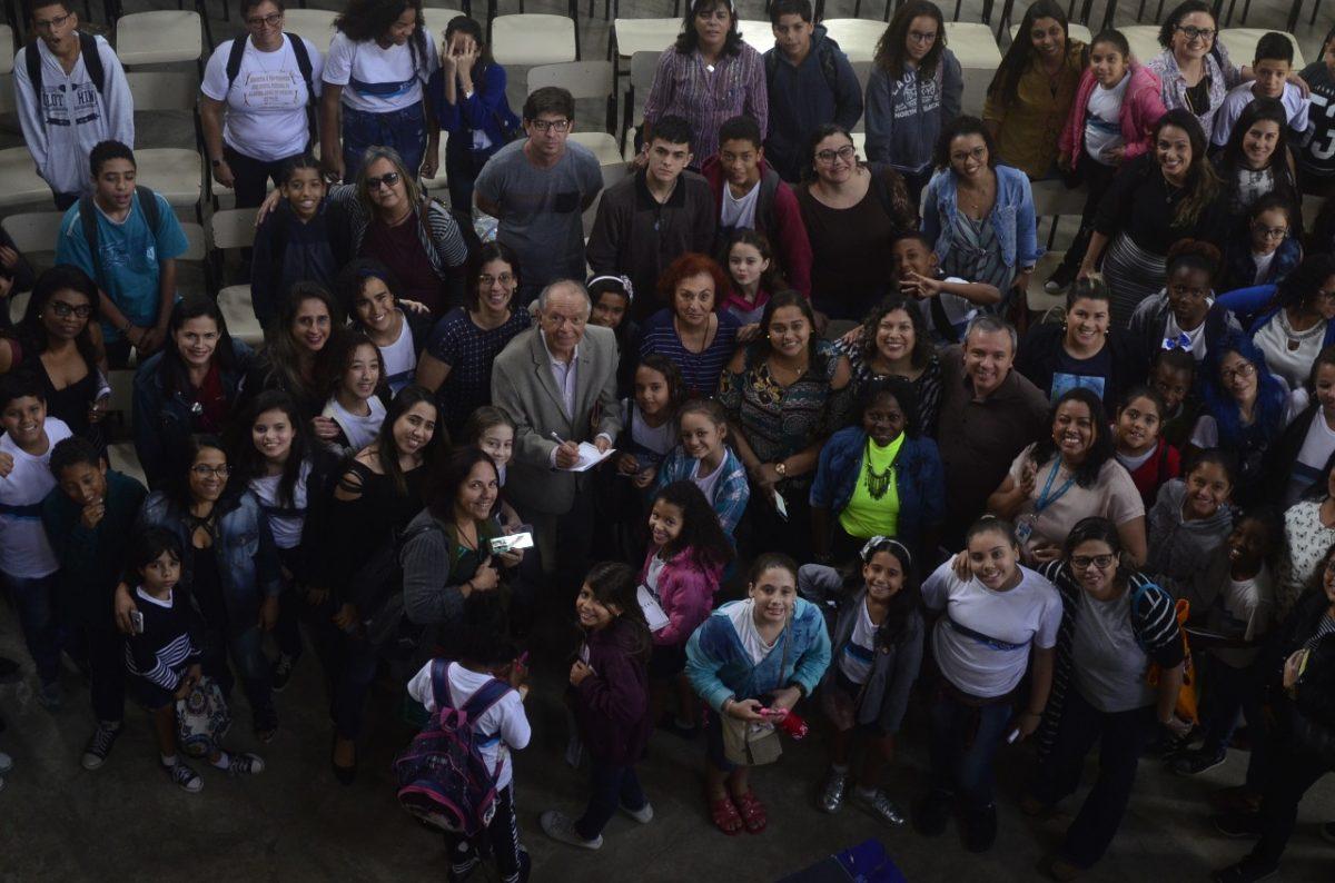 Obra de Monteiro Lobato é debatida por imortal Antônio Torres com alunos de escolas municipais
