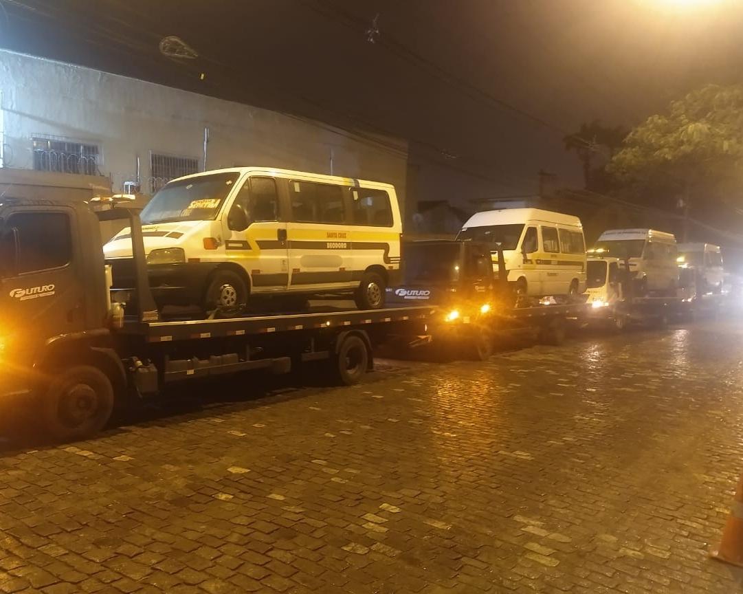Vans em situação irregular são removidas durante operação da CETC. Foto: divulgação