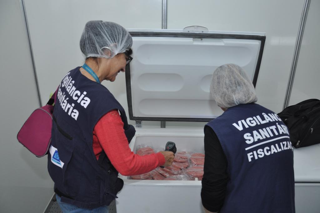 Agentes da Vigilância Sanitária em ação durante evento na Zona Oeste. Foto: divulgação