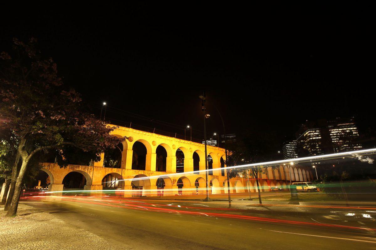 Os Arcos da Lapa iluminados para o Setembro Amarelo