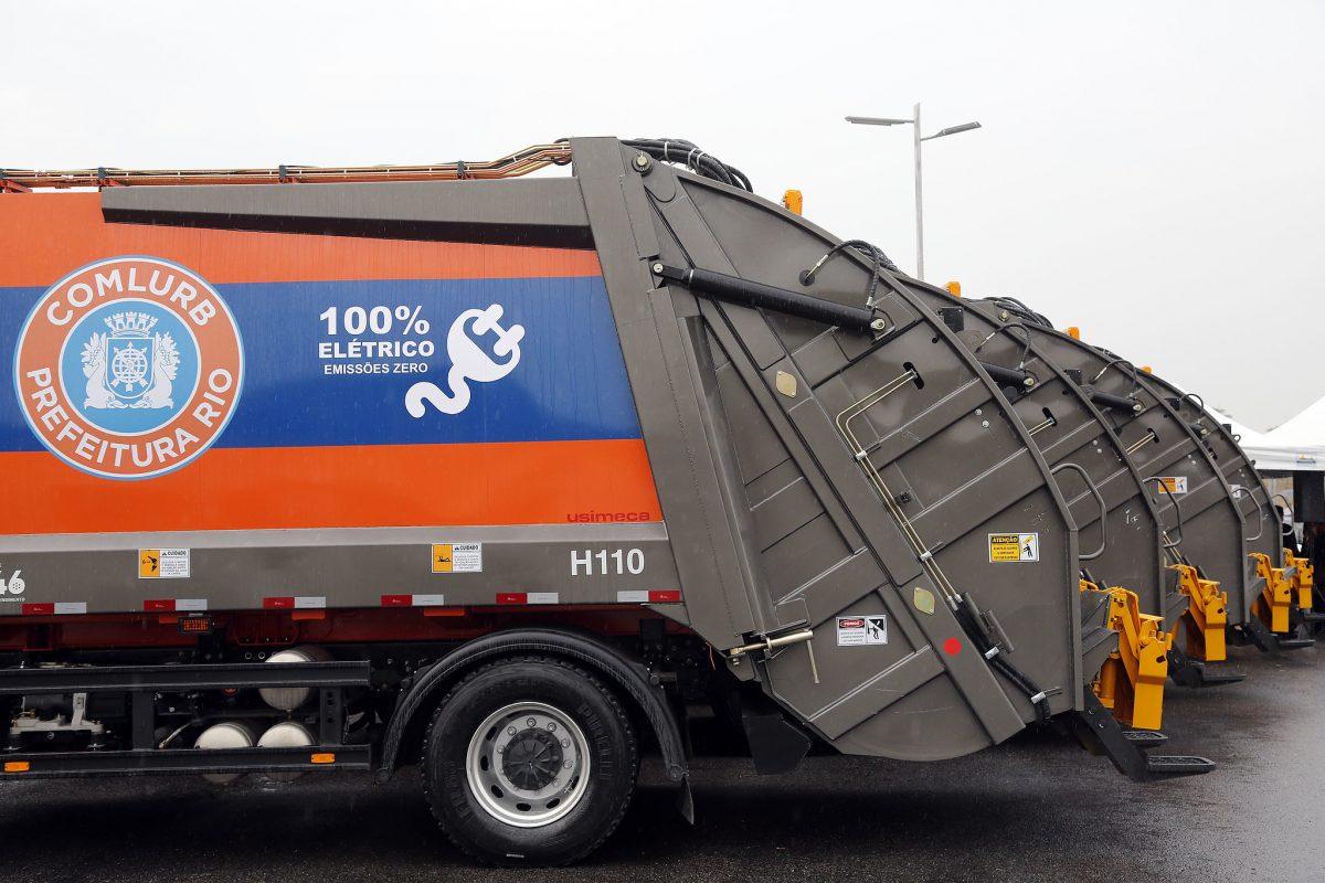 Os nove primeiros caminhões totalmente elétricos da frota de coleta de lixo da Comlurb vão tornar o serviço mais seguro e muito menos barulhento. Foto: Marcos de Paula / Prefeitura do Rio