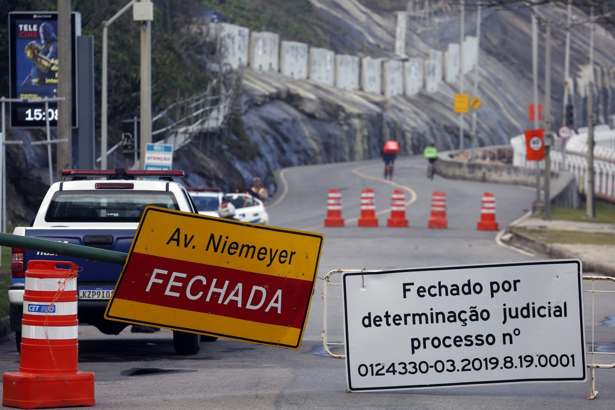 Avenida Niemeyer, em São Conrado: fechada por determinação da Justiça. Foto: Marcos de Paula / Prefeitura do Rio