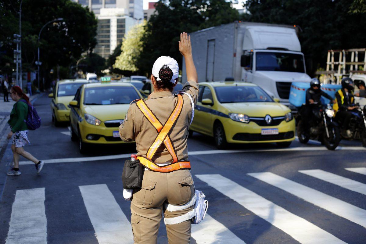 Guarda Municipal em ação no trânsito de Botafogo, na Zona Sul. Foto: Marcos de Paula / Prefeitura do Rio