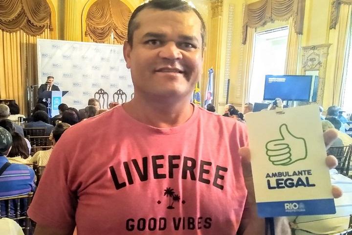 """Jailson José da Silva Souza, de 40 anos,disse que o crachá vai facilitar sua vida. """"Fim de burocracias""""/ Foto: Francisco Edson Alves"""