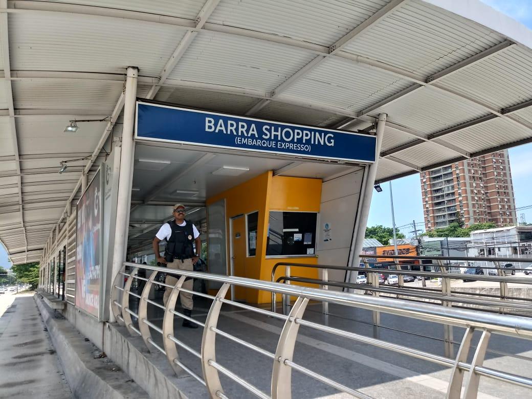 Guarda municipal na estação Barra Shopping do BRT, onde houve detenção de um foragido da Justiça após calote. Foto: divulgação