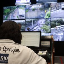 Equipe do Centro de Operações Rio (COR) faz o monitoramento do município, acompanhando as chuvas que caem na cidade. Fotos: Marcos de Paula / Prefeitura do Rio