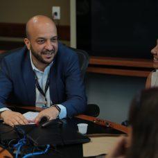 Secretário Felipe Michel conversa com os representantes dos blocos no COR - Foto: Renata Belich / Prefeitura do Rio
