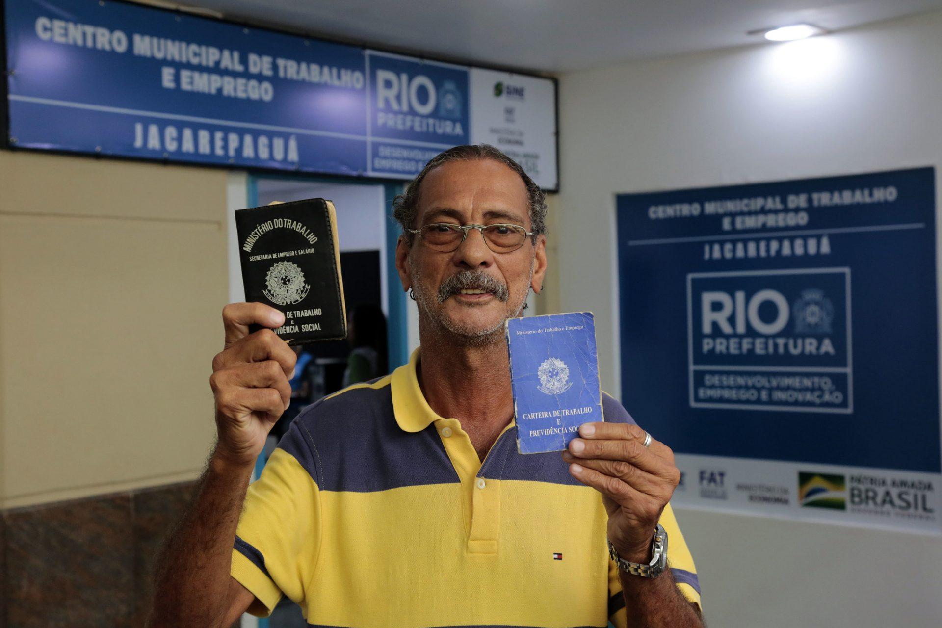 Sérgio, 60 anos, foi em busca de vagas de emprego para terceira idade. Foto: Marcos de Paula / Prefeitura do Rio