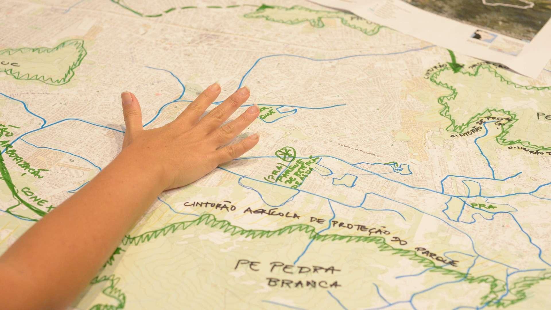 Oficina de estudo para propostas de ações de adaptação em áreas críticas da cidade para o Plano de Desenvolvimento Sustentável. Foto: Marco Antônio Rezende/Prefeitura do Rio