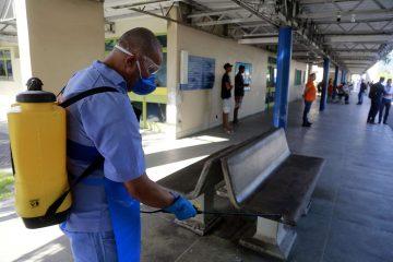 Serviço de limpeza interna no Hospital Lourenço Jorge. Foto: Marcos de Paula / Prefeitura do Rio