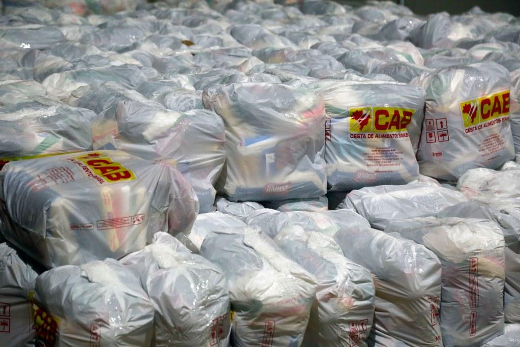 Cerca de 5 mil cestas básicas serão distribuídas para a população atingida economicamente. Foto: Marcos de Paula/Prefeitura do Rio