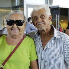 Casal Maria Marques e Raimundo de Oliveira acompanhou o anúncio do programa na Cidade das Artes. Foto: Mariana Ramos/Prefeitura do Rio