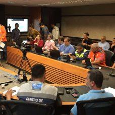 O prefeito Crivella se reúne com secretariado e coordena reação 'as chuvas. Foto: Marco Antônio Rezende / Prefeitura do Rio