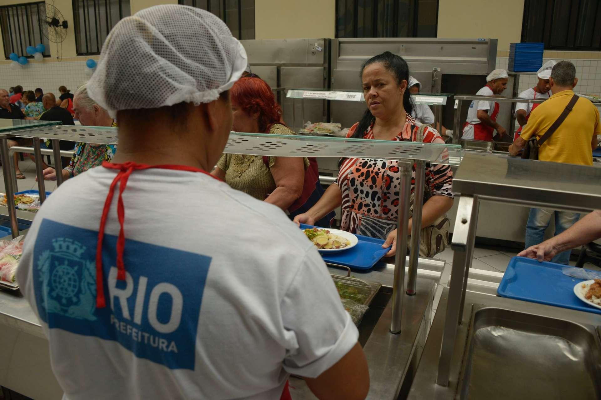 Programa dos Restaurantes Populares beneficia cidadãos diariamente. Foto: Marco Antônio Rezende / Prefeitura do Rio
