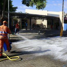 Garis fazem ação de desinfecção em frente ao Hospital Lourenço Jorge. Foto: Marcos de Paula/Prefeitura do Rio