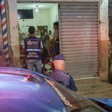 Com ajuda da PM e da GM, Seop faz ação contra aglomerações em Jacarepaguá. Foto: Marco Antonio Rezende / Prefeitura do Rio