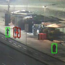 Câmeras da CETRio agora vão monitorar aglomerações. Luz vermelha é perigo; verde, distanciamento correto. Foto: divulgação