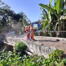 Comlurb já realizou trabalho de lavagem com água de reuso e detergente neutro em cerca de 500 comunidades de todas as regiões da cidade. Foto: Divulgação/ Comlurb
