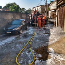 Comlurb já realizou trabalho de lavagem com água de reuso e detergente neutro em 477 comunidades de todas as regiões da cidade. Foto: Divulgação / Prefeitura do Rio