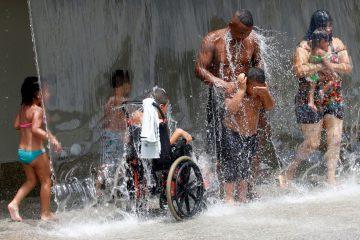 Prefeitura do Rio realiza mais uma ação de conscientização sobre as medidas de proteção à vida em Madureira, Copacabana e Ipanema